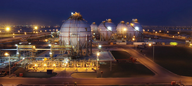 View of a gas plant in Abu Dhabi, United Arab Emirates, a major oil exporter. The outlook of abundant oil and lower prices in the midst of the crisis points to intense demand for and use of fossil fuels in the short and even medium term. CREDIT: ADNOC