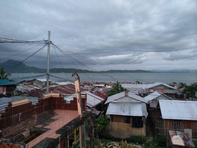 An urban slum in Manila, Philippines. The COVID-19 pandemic has increased the vulnerabilities of the urban poor, especially senior citizens. Credit: Stella Paul/IPS