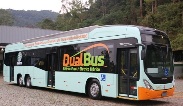 The Dual Bus is an innovation developed by the Brazilian company Eletra, which has the advantage of adding more flexibility to the electric bus, which can operate in two configurations: as a hybrid or trolleybus (with electricity supplied by overhead wires) and hybrid or pure electric (battery). In the hybrid, the electricity is generated internally by a diesel engine. CREDIT: Courtesy of Eletra