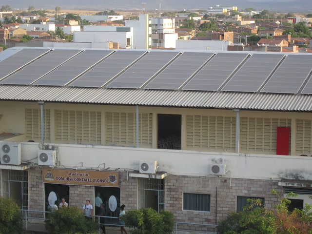 Solar panels were installed on the roof of the building of the Catholic Archdiocese in the city of Sousa, which houses administrative offices, an auditorium and a sports field. The electricity generated allows the