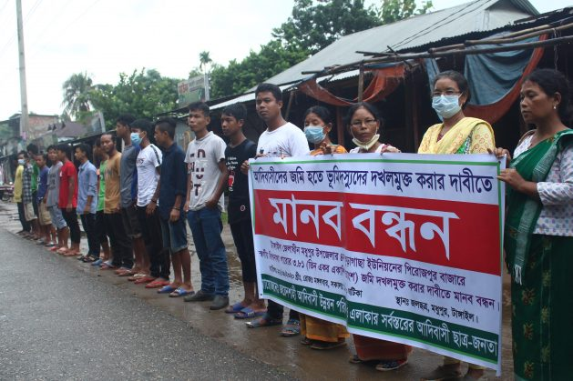 Indigenous people form a human chain in Tangail district, Bangladesh as they demand legal rights to their ancestral forest land. Credit: Rafiqul Islam/IPS