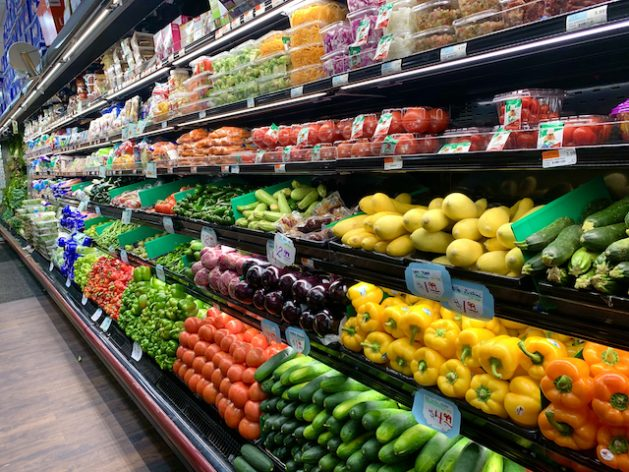 Food systems, from farm to fork to disposal, account for 21-37% of anthropogenic GHG emissions. Fresh produce at a supermarket. Credit: Alison Kentish/IPS
