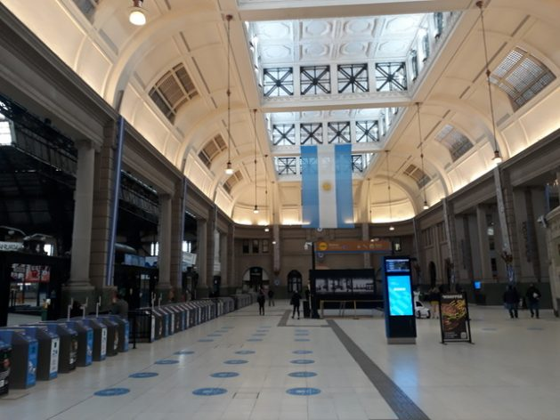 A view of the central hall of Retiro, one of the four main stations in the city of Buenos Aires, which receives passengers arriving from the municipalities of the northern part of Greater Buenos Aires. CREDIT: Daniel Gutman/IPS