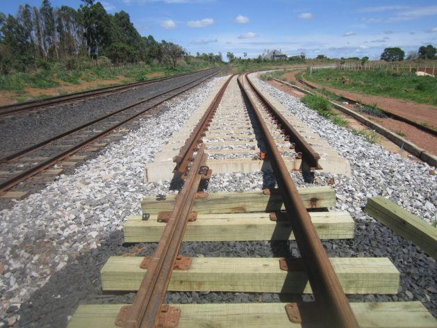 In Anapolis, Brazil's North-South railway line, which took more than 30 years to complete, was unable to connect with the existing network due to the different width of its tracks and its southern section remained inactive for several years, until it was privatised in 2019. Precedents like this one create concern about the new planned railway lines, dedicated to the transportation of grains to the export ports. CREDIT: Mario Osava