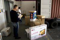 David Villavicencio packs boxes for his trip home to Ecuador.  Credit: Benedict Moran/IPS
