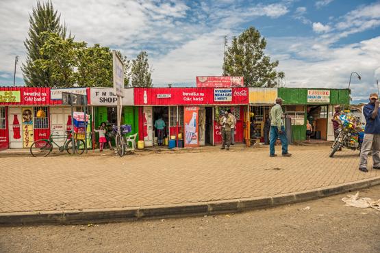 Geschäftszeile in Naivasha in Kenia: Immer mehr Menschen zählen in Afrika zur Mittelschicht, die Kaufkraft wächst (Bild: Nick Fox/Shutterstock.com).