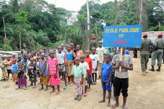 Fast alle Kinder der Baka brechen die Schule ab. Neue Unterrichtsmethoden sollen das Problem lösen. (Bild: Ngala Killian Chimtom/IPS)