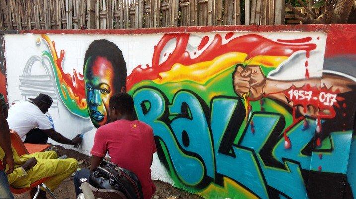Anlässlich des 60. Jahrestags der Unabhängigkeit schaffen Graffiti-Künstler in Accra ein Bildnis des ersten Präsidenten des Landes, Kwame Nkrumah (Bild: Kwaku Botwe/IPS)