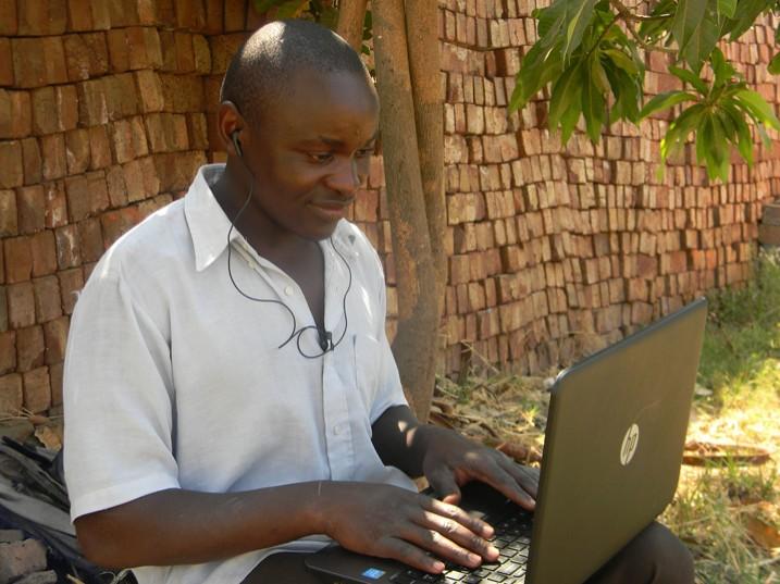 Afrikanische Journalisten haben immer häufiger mit Internet-Abschaltungen zu kämpfen. (Bild: Cecil Bo Dzwowa/Shutterstock.com)