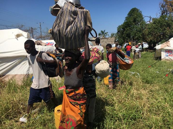Menschen aus Beira strömen in die provisorischen Lager in der Provinz Sofala. (Bild: Andre Catuera/IPS)