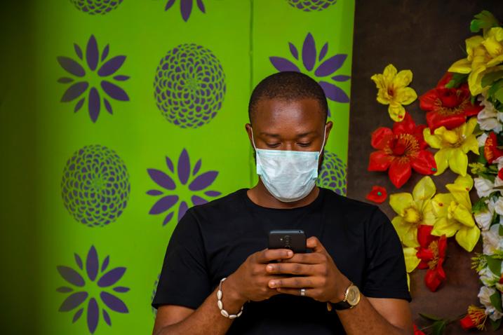 Die Bevölkerung von Nigeria wird permanent über die aktuellen Entwicklungen zur Ausbreitung von SARS-CoV-2 informiert (Bild: Shutterstock.com).