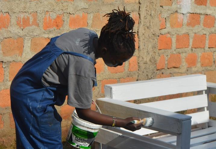 Soi Cate Chelang könnte für ihre Möbelstücke mehr Aufträge haben, Banken verweigern der Unternehmerin aber Kredite für die Expanision. (Foto: Miriam Gathigah/IPS)